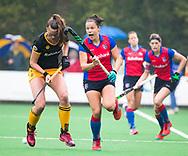 BILTHOVEN  - Hockey -  1e wedstrijd Play Offs dames. SCHC-Den Bosch (0-1). Charlotte Stapenhorst (SCHC) met Frederique Matla (Den Bosch)      COPYRIGHT KOEN SUYK