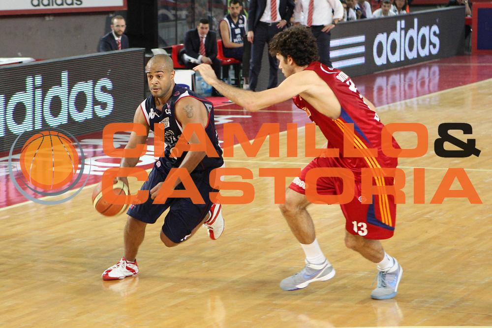 DESCRIZIONE : Roma Lega A 2008-09 Playoff Quarti di finale Gara 5 Lottomatica Virtus Roma Angelico Biella<br /> GIOCATORE : Joe Smith<br /> SQUADRA : Angelico Biella<br /> EVENTO : Campionato Lega A 2008-2009 <br /> GARA : Lottomatica Virtus Roma Angelico Biella<br /> DATA : 26/05/2009<br /> CATEGORIA : Palleggio<br /> SPORT : Pallacanestro <br /> AUTORE : Agenzia Ciamillo-Castoria/G.Ciamillo