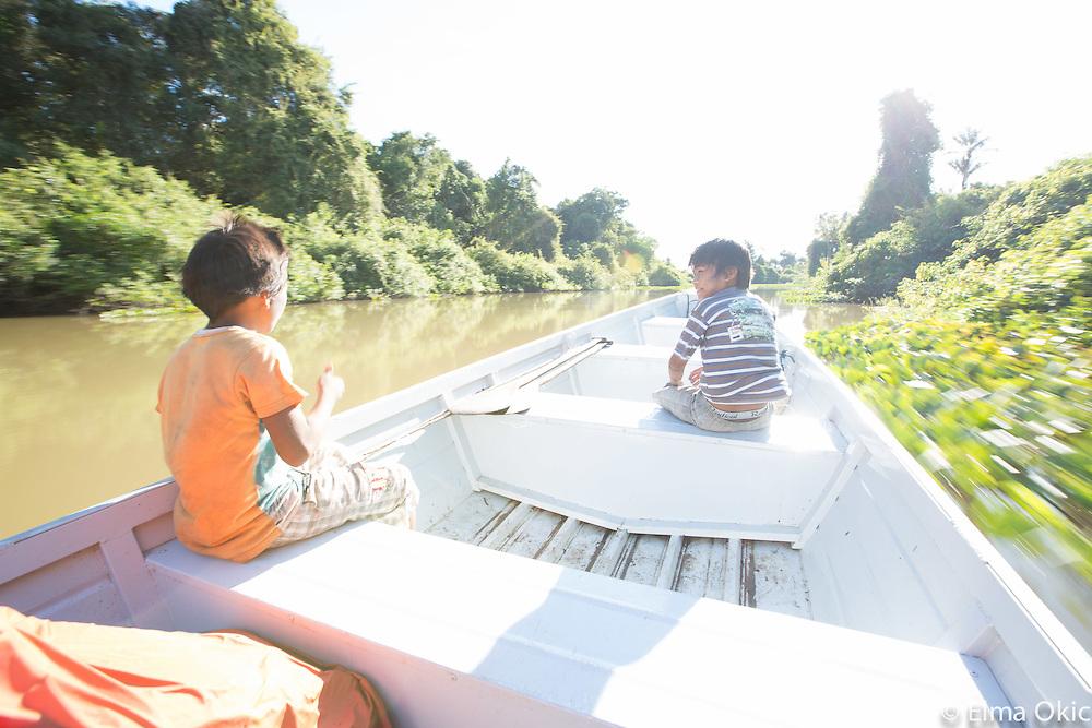 Fishing with Munduruku indigenous community of Sawre Muybu, Tapajos River, Para, Brazil.