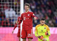 Fussball  1. Bundesliga  Saison 2018/2019  14. Spieltag  FC Bayern Muenchen - 1. FC Nuernberg           08.12.2018 Thomas Mueller  (li, FC Bayern Muenchen) lacht, Torwart Fabian Bredlow (re, 1. FC Nuernberg) nachdenklich ----DFL regulations prohibit any use of photographs as image sequences and/or quasi-video.----