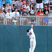 MINNEAPOLIS, MN - JULY 02: Robbie Grossman #36 of the Minnesota Twins attempts to catch a Ryan Rua #16 of the Texas Rangers homer in the fourth inning at Target Field on July 2, 2016 in Minneapolis, Minnesota. The Minnesota Twins defeated the Texas Rangers 17-5. (Photo by Adam Bettcher/Getty Images) *** Local Caption *** Robbie Grossman; Ryan Rua
