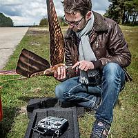 Duitsland, Weeze, 27 april 2016.<br /> Computer gestuurde nepvalk vliegveld Weeze.<br /> inzetten van computer gestuurde nepvalk bij vliegveld Weeze om vogels te verjagen van start en landingsbaan Interview met maker/bedenker, Nico Nijenhuis.<br /> Op de foto: Nico Nijenhuis | Co-founder & CEO van Clearflightsolutions.com monteert de draadloze nepvalk.<br /> <br /> Computerized fake falcon at Weeze airport in Germany.<br /> Use of computerized fake falcons at Weeze airport to scare birds from runway.<br /> In the picture: Nico Nijenhuis | Co-founder & CEO of Clearflightsolutions.com installing the wireless fake falcon.<br /> <br /> Foto: Jean-Pierre Jans