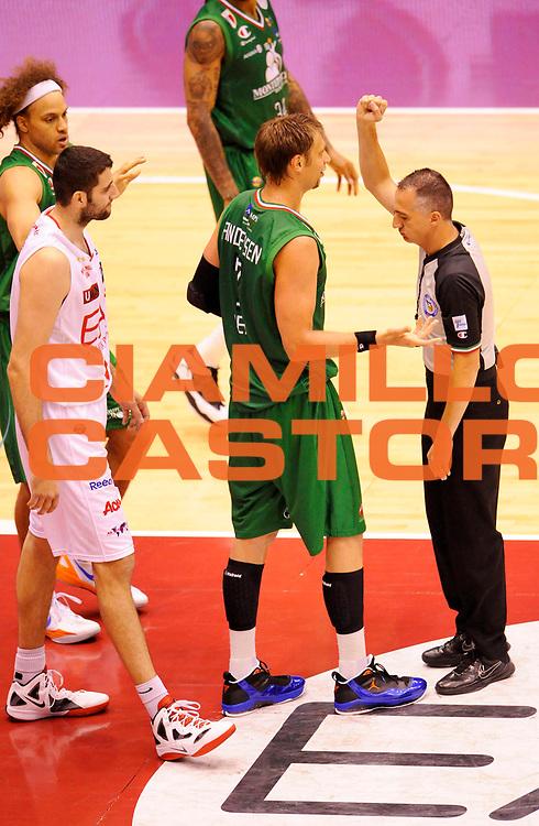 DESCRIZIONE : Milano Lega A 2011-12 EA7 Olimpia Milano MontePaschi Siena Gara4<br /> GIOCATORE : David Andersen<br /> CATEGORIA : Fair Play<br /> SQUADRA : MontePaschi Siena <br /> EVENTO : Campionato Lega A 2011-2012 Play Off Finali Gara4<br /> GARA : EA7 Olimpia Milano MontePaschi Siena Gara4 <br /> DATA : 15/06/2012<br /> SPORT : Pallacanestro <br /> AUTORE : Agenzia Ciamillo-Castoria/A.Giberti<br /> Galleria : Lega Basket A 2011-2012 <br /> Fotonotizia : Milano Lega A 2011-12 EA7 Olimpia Milano MontePaschi Siena Gara4<br /> Predefinita :