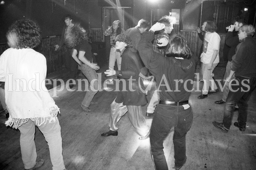 393-474<br /> People dancing in Fibber McGee's bar off O'Connell St. Dublin. March 23, 1993.<br /> (Part of the NPA and Independent Newspapers Ireland)