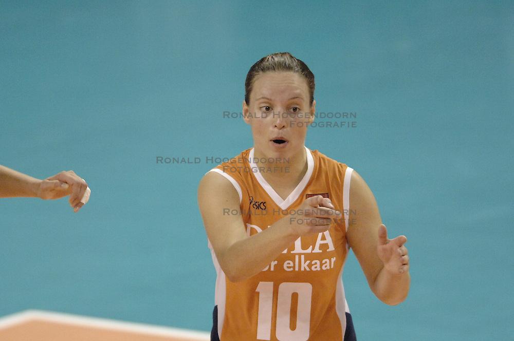 27-09-2006 VOLLEYBAL: KWALI WGP2007: NEDERLAND - BULGARIJE: VARNA<br /> Nederland wint vrij eenvoudig van Bulgarije met 3-0 / Janneke van Tienen<br /> &copy;2006: WWW.FOTOHOOGENDOORN.NL