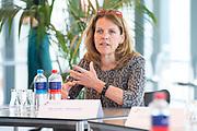LEIDEN 20-05-2020 Koningin Maxima tijdensi een werkbezoek aan het Leids Universitair Medisch Centrum (LUMC). Het bezoek vindt plaats in het kader van de uitbraak van het coronavirus (COVID-19). Koningin Máxima spreekt in het LUMC met medewerkers van de afdeling Medische Microbiologie. Virologen geven uitleg over hun werkzaamheden in het laboratorium bij het ontwikkelen van vaccins en geneesmiddelen. <br /> <br /> Hanneke Schuitemaker is een Nederlandse viroloog, Global Head of Viral Vaccine Discovery and Translational Medicine bij Johnson & Johnson's Janssen Vaccines & Prevention<br /> <br /> Queen Maxima during a working visit to the Leiden University Medical Center (LUMC). The visit takes place in the context of the coronavirus outbreak (COVID-19). Queen Máxima speaks at the LUMC with staff from the Department of Medical Microbiology. Virologists explain their work in the laboratory in developing vaccines and medicines.