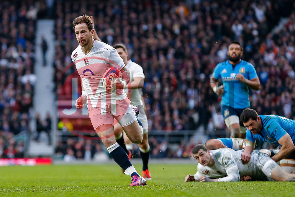 England replacement Danny Cipriani goes over the line to score a try with one of his first touches of the game - Photo mandatory by-line: Rogan Thomson/JMP - 07966 386802 - 14/02/2015 - SPORT - RUGBY UNION - London, England - Twickenham Stadium - England v Italy - 2015 RBS Six Nations Championship.