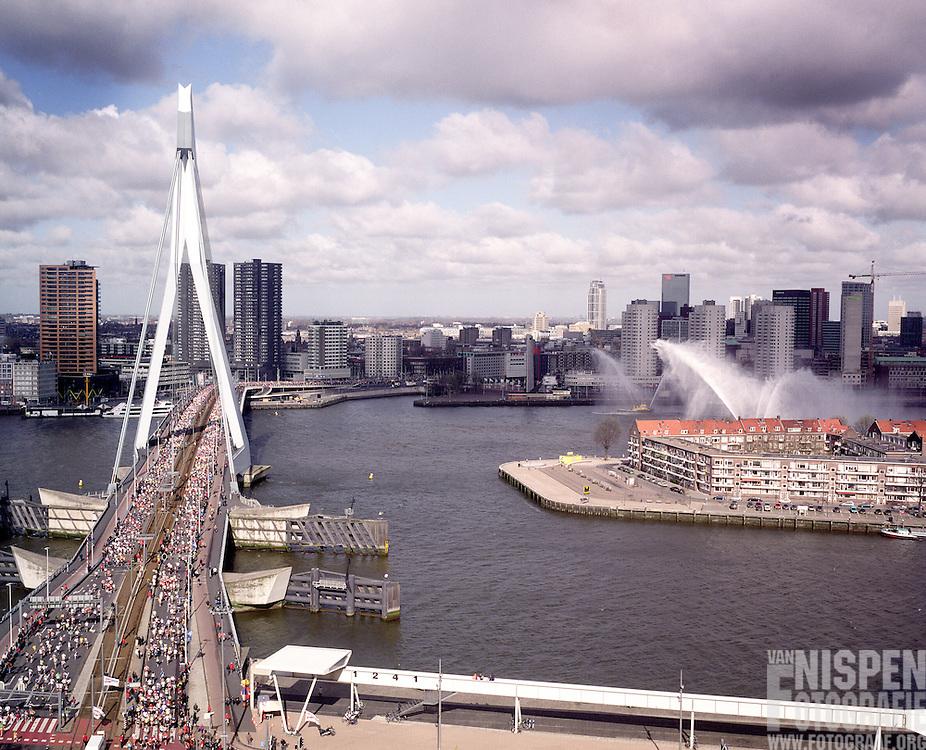 Marathon Rotterdam 2004 start Erasmusbrug