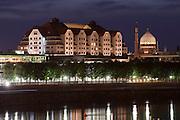 Hotel Erlweinspeicher und Yenidze bei Nacht, Elbe, Dresden, Sachsen, Deutschland | Hotel Erlweinspeicher, Yenidze at night, Elbe, Dresden, Saxony, Germany,
