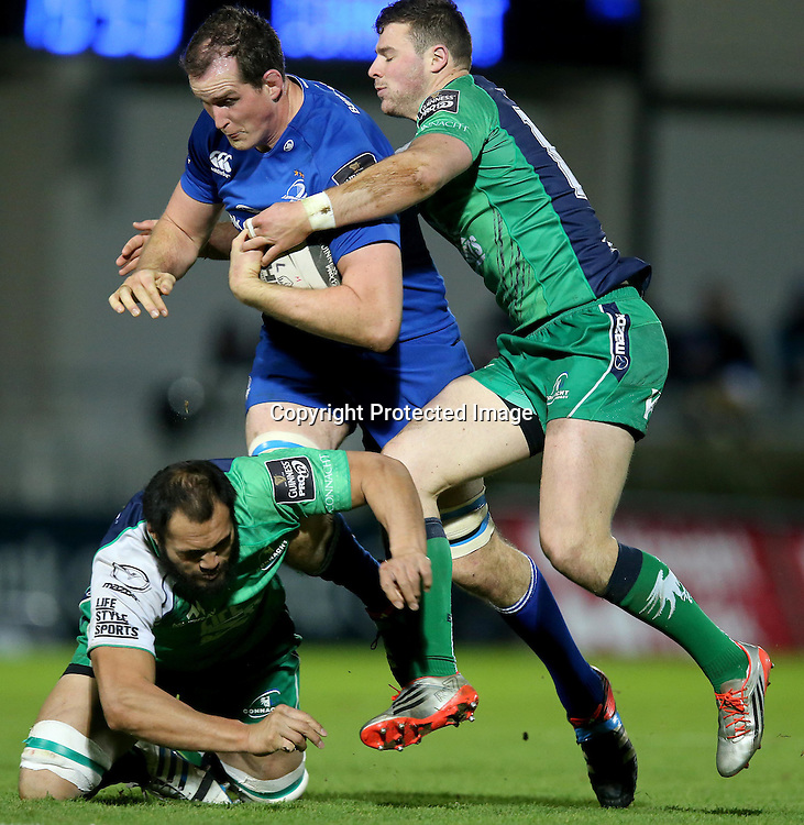 Guinness PRO12, RDS, Dublin 19/12/2014<br /> Leinster vs Connacht<br /> Leinster's Devin Toner with Robbie Henshaw and George Naoupu of Connacht<br /> Mandatory Credit &copy;INPHO/Ryan Byrne