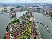 Nederland, Zuid-Holland, Rotterdam, 14-05-2020; Rotterdam-Zuid, overzicht Katendrecht (De Kaap) met Kaappark in de voorgrond. Maashaven (re) en Rijnhaven, Kop van Zuid, Noordereiland. Rivier Nieuwe Maas verdwijnt in de verte.<br /> Rotterdam South, overview Katendrecht (De Kaap) with Cape Park in the foreground. Maashaven (right) and Rijnhaven, Kop van Zuid, Noordereiland. The Nieuwe Maas river disappears into the distance.<br /> luchtfoto (toeslag op standard tarieven);<br /> aerial photo (additional fee required)<br /> copyright © 2020 foto/photo Siebe Swart