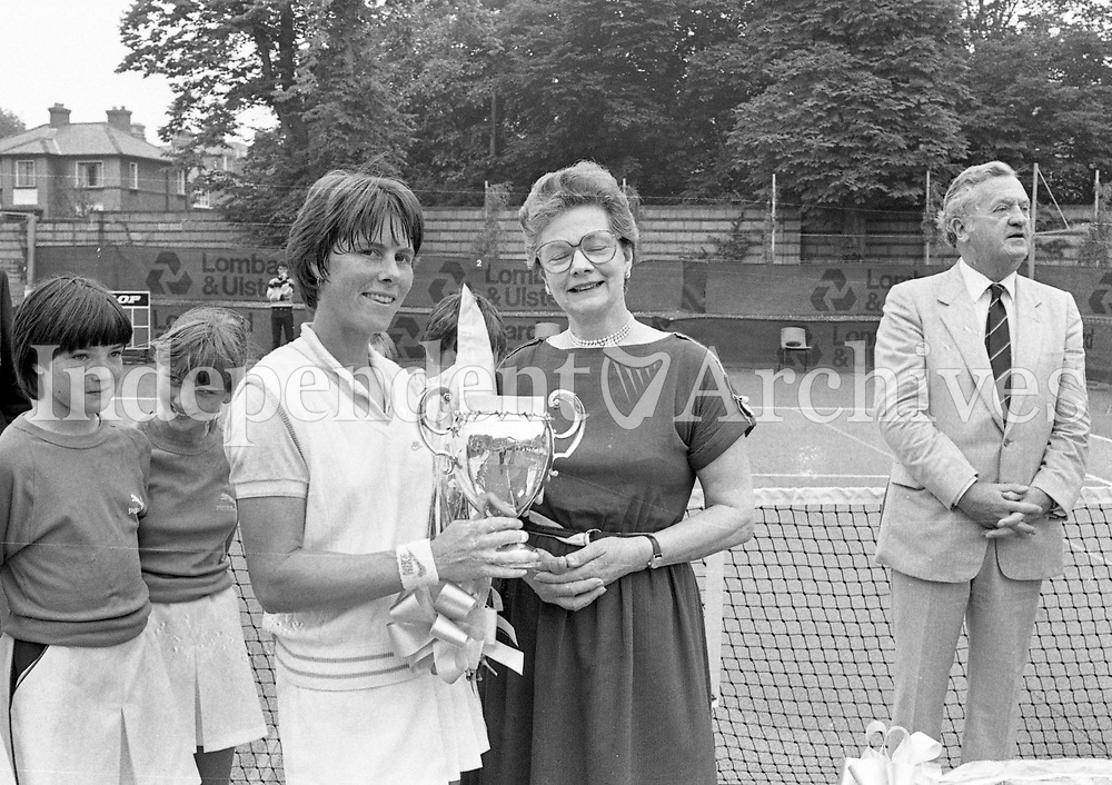 Lady Killanin presenting the the Trophy for the Ladies Singles Irish Open Tennis Team, 09/07/1983 (Part of the Independent Newspapers Ireland/NLI Collection).