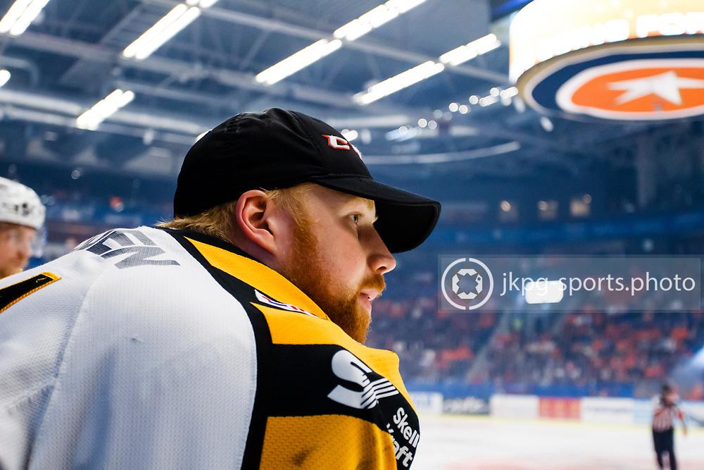 150423 Ishockey, SM-Final, V&auml;xj&ouml; - Skellefte&aring;<br /> M&aring;lvakt, Erik Hanses, Skellefte&aring; AIK i b&aring;set, single action.<br /> &copy; Daniel Malmberg/Jkpg sports photo