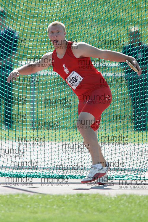 Sherbrooke, Quebec ---09/08/09---  Jordan Young of Ontario competes in the discus at the 2009 Legion Canadian Youth Track and Field Championships in Sherbrooke, Quebec, August 10, 2009..HO/ Athletics Canada (credit should read GEOFF ROBINS/Mundo Sport Images/ Athletics Canada)..