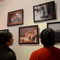 """Toluca, México.- En el marco del día internacional de la fotografía, la Asociación de Reporteros Gráficos del Valle de Toluca, Inauguró la exposición fotográfica """"176 años impresionando"""" en centro cultural universitario Casas de las Diligencias. Agencia MVT / Arturo Hernández."""