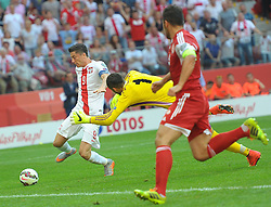 13.06.2015, Nationalstadion, Warschau, POL, UEFA Euro 2016 Qualifikation, Polen vs Greorgien, Gruppe D, im Bild ROBERT LEWANDOWSKI GIORGI LORIA // during the UEFA EURO 2016 qualifier group D match between Poland and Greorgia at the Nationalstadion in Warschau, Poland on 2015/06/13. EXPA Pictures © 2015, PhotoCredit: EXPA/ Newspix/ MAREK BICZYK<br /> <br /> *****ATTENTION - for AUT, SLO, CRO, SRB, BIH, MAZ, TUR, SUI, SWE only*****