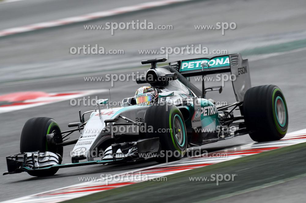 26.02.2015, Circuit de Catalunya, Barcelona, ESP, FIA, Formel 1, Testfahrten, Barcelona, Tag 1, im Bild Lewis Hamilton (GBR) Mercedes AMG F1 W06 // during the Formula One Testdrives, day one at the Circuit de Catalunya in Barcelona, Spain on 2015/02/26. EXPA Pictures &copy; 2015, PhotoCredit: EXPA/ Sutton Images/ Patrik Lundin Images<br /> <br /> *****ATTENTION - for AUT, SLO, CRO, SRB, BIH, MAZ only*****