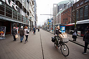 In Den Haag rijden fietsers door de binnenstad.<br /> <br /> In The Hague cyclists ride at the city center.