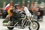 26.08.2006 Warszawa rozpoczecie Szosty Katynski Rajd Motocyklowy nz placu Pilsudskiego przed Grobem Nieznanego Zolnierza.Fot Piotr Gesicki Polish motor bikers start their rally to Katyn where thousands of polish officers were murdered by soviets in 1940 photo Piotr Gesicki