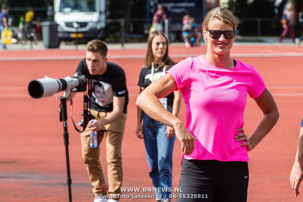 NLD/Utrecht/20160903 - Daphne Schippers geeft een clinic bij haar oude club, met partner Nicky Romero