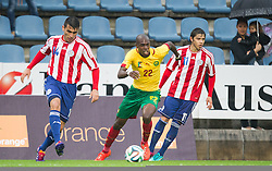29.05.2014, Kufstein Arena, Kufstein, AUT, FIFA WM, Testspiel, Kamerun vs Paraguay, im Bild v.l.: Junior Alonso (Paraguay), Nyom Allan (Kamerun), Oscar Romero (Paraguay) // v.l.: Junior Alonso (Paraguay), Nyom Allan (Kamerun), Oscar Romero (Paraguay) during friendly match between Cameroon and Paraguay for Preparation of the FIFA Worldcup Brasil 2014 at the Kufstein Arena in Kufstein, Austria on 2014/05/29. EXPA Pictures © 2014, PhotoCredit: EXPA/ JFK