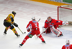 22.04.2019, Albert Schultz Halle, Wien, AUT, EBEL, Vienna Capitals vs EC KAC, Finale, 5. Spiel, im Bild v.l. Chris Desousa (spusu Vienna Capitals), David Joseph Fischer (EC KAC) und Lars Haugen (EC KAC) // during the Erste Bank Icehockey 5th final match between Vienna Capitals and EC KAC at the Albert Schultz Halle in Wien, Austria on 2019/04/22. EXPA Pictures © 2019, PhotoCredit: EXPA/ Thomas Haumer