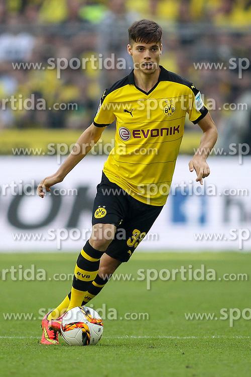 30.08.2015, Signal Iduna Park, Dortmund, GER, 1. FBL, Borussia Dortmund vs Hertha BSC, 3. Runde, im Bild Julian Weigl (Borussia Dortmund #33) // during the German Bundesliga 3rd round match between Borussia Dortmund and Hertha BSC at the Signal Iduna Park in Dortmund, Germany on 2015/08/30. EXPA Pictures &copy; 2015, PhotoCredit: EXPA/ Eibner-Pressefoto/ Sch&uuml;ler<br /> <br /> *****ATTENTION - OUT of GER*****