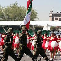 Toluca, Mex.- Enrique Peña Nieto, gobernador del Estado de México encabeza la ceremonia del XCVIII aniversario de la Revolución Mexicana y la entrega del Premio Estatal del Deporte. Agencia MVT / Etna Aguilar. (DIGITAL)<br /> <br /> <br /> <br /> NO ARCHIVAR - NO ARCHIVE