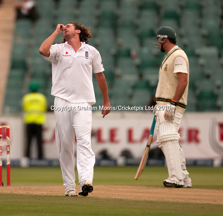 Bowler Ryan Sidebottom during the fourth and final Test Match between South Africa and England at the Wanderers Stadium, Johannesburg. Photograph © Graham Morris/cricketpix.com (Tel: +44 (0)20 8969 4192; Email: sales@cricketpix.com)