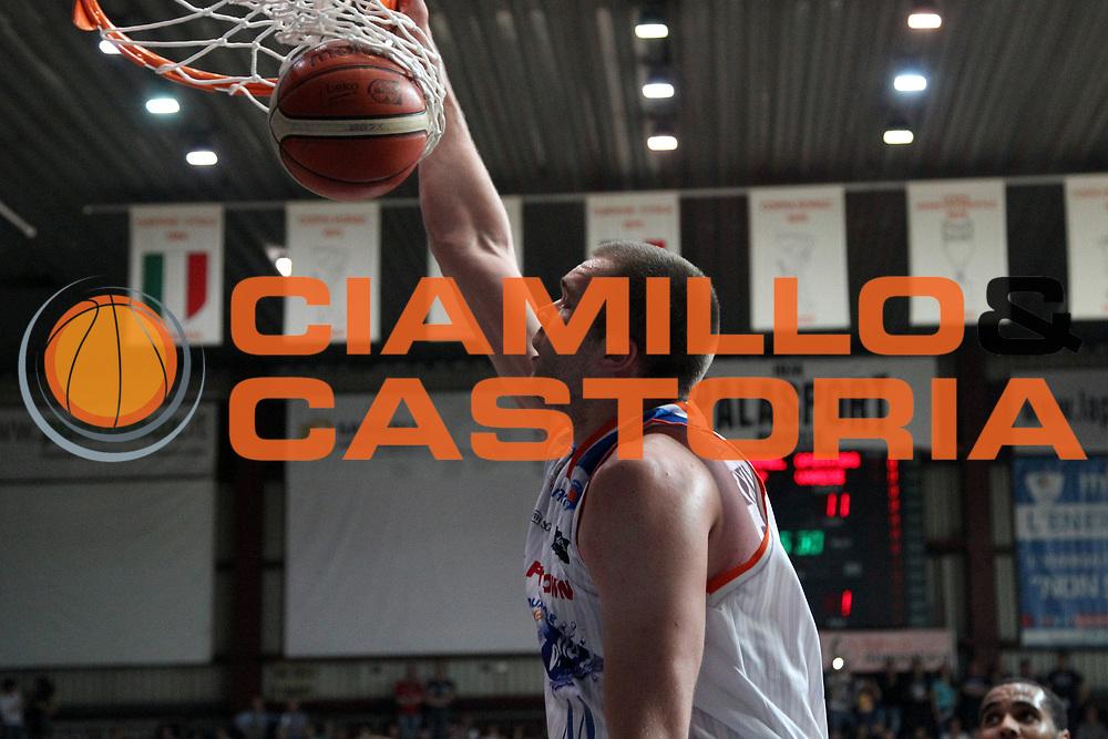DESCRIZIONE: Cantu' Lega A 2015-16 <br /> Acqua Vitasnella Cantu' vs Openjobmetis Varese<br /> GIOCATORE: Kyrylo Fesenko<br /> CATEGORIA: schiacciata<br /> SQUADRA: Acqua Vitasnella Cantu'<br /> EVENTO: Campionato Lega A 2015-2016<br /> GARA: Acqua Vitasnella Cantu' Openjobmetis Varese <br /> DATA: 05/05/2016<br /> SPORT: Pallacanestro<br /> AUTORE: Agenzia Ciamillo-Castoria/A. Ossola<br /> Galleria: Lega Basket A 2015-2016<br /> Fotonotizia: Cantu' Lega A 2014-15 <br /> Acqua Vitasnella Cantu' Openjobmetis Varese