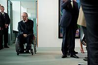 19 MAY 2010, BERLIN/GERMANY:<br /> Wolfgang Schaeuble, CDU, Bundesfinanzminister, telefoniert vor Beginn der Kabinettsitzung, Bundeskanzleramt<br /> IMAGE: 20100519-02-006<br /> KEYWORDS: Telefon, phone, Rollstuhl, Wolfgang Schäuble,