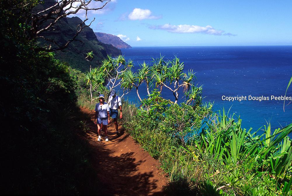 Hiking, Kalalau trail, Napali Coast, Kauai, Hawaii<br />