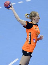 07-12-2013 HANDBAL: WERELD KAMPIOENSCHAP NEDERLAND - DOMINICAANSE REPUBLIEK: BELGRADO <br /> 21st Women s Handball World Championship Belgrade, Nederland wint met 44-21 / Lynn Knippenborg<br /> ©2013-WWW.FOTOHOOGENDOORN.NL