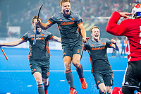 BHUBANESWAR, INDIA - Nederland wint  de halve finale na shoot outs tussen Nederland en Australie  bij het WK Hockey heren in het Kalinga Stadion. keeper Pirmin Blaak (Ned) wordt besprongen door oa Seve van Ass (Ned), Thijs van Dam (Ned) en Mirco Pruyser (Ned)  .COPYRIGHT KOEN SUYK