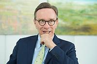 19 JUL 2016, BERLIN/GERMANY:<br /> Matthias Wissmann, Praesident Verband der Automobilindustrie, VDA, waehrend einem Interview, Geschaeftsräume des VDA<br /> IMAGE: 20160719-01-041
