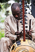 Ballaké Sissoko plays with Debashish Bhattacharya