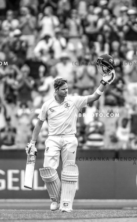 Steve Smith celebrates his century in the 2nd innings during day 5 of the 2017 boxing day test.