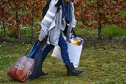 17.03.2020, Innsbruck, AUT, Coronavirus in Österreich, tägliches Leben in der Coronavirus Krise, im Bild Menschen entsorgen ihren Müll // People dispose of their waste. The Austrian government is pursuing aggressive measures in an effort to slow the ongoing spread of the coronavirus Innsbruck, Austria on 2020/03/17. EXPA Pictures © 2020, PhotoCredit: EXPA/ Erich Spiess