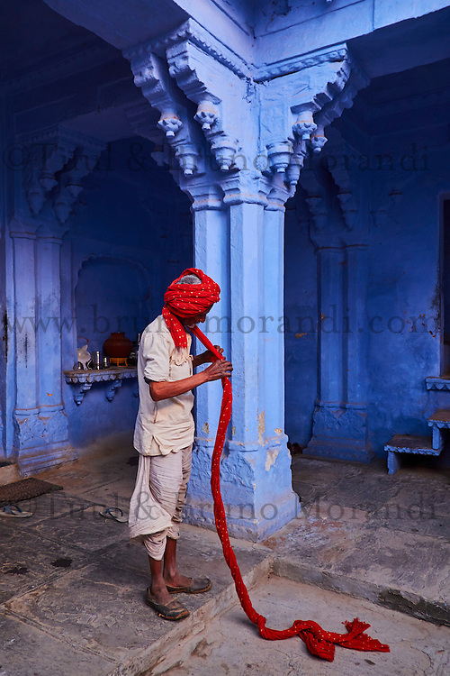 Inde, Rajasthan, Jodhpur la ville bleue, l'homme au turban // India, Rajasthan, Jodhpur, the blue city, turban man