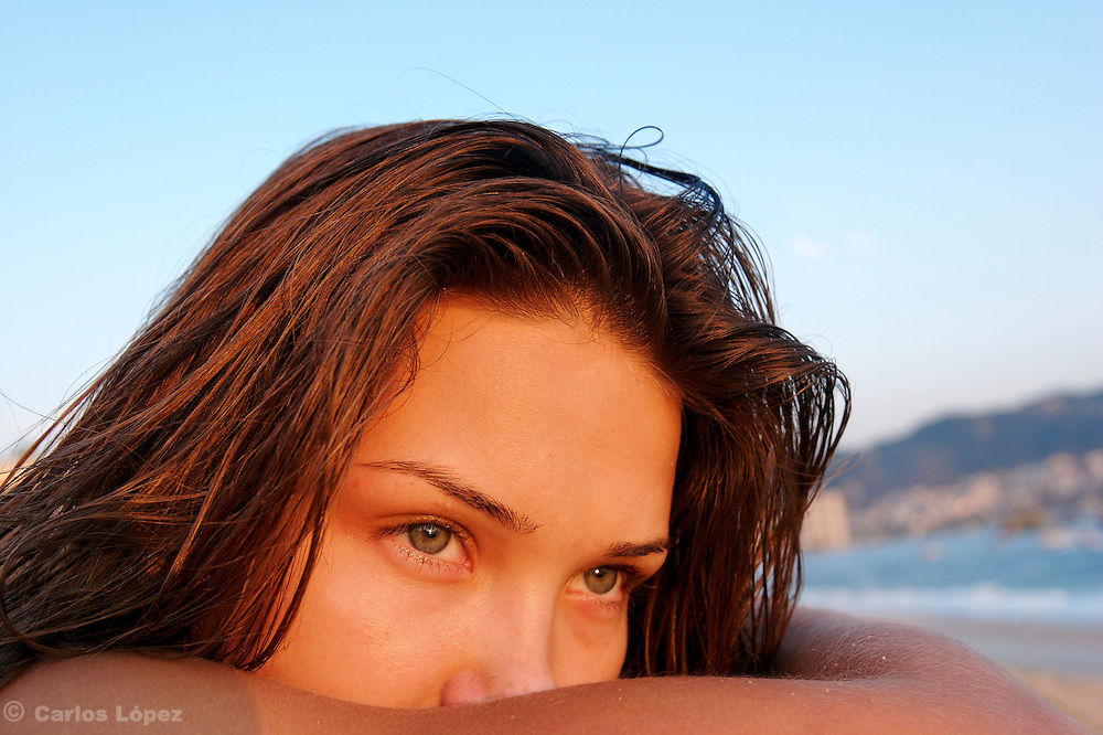 The eyes of a pretty girl looking to the horizon in a beach.