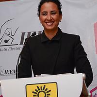 Toluca, Méx.- Ana Yurixi Leyva Piñón, candidata a la alcaldia de  Toluca por el PRD durante el debate organizado por el Instituto Electoral del Estado de México (IEEM). Agencia MVT / Arturo Hernández