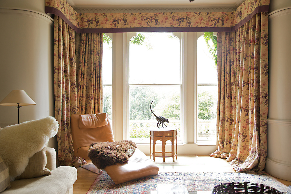 The front sitting room at The Old Rectory, Chumleigh, Devon <br /> CREDIT: Vanessa Berberian for The Wall Street Journal<br /> LUXRENT-Nanassy/Chulmleigh