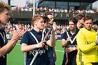 AMSTELVEEN -  Hockey Hoofdklasse heren Pinoke-Amsterdam (3-6).  een geëmotioneerde  Dennis Warmerdam (Pinoke) , die  vanwege kanker en een tumor in zijn arm, zijn hockeycarrière moet beëindigen ,   na afloop van de wedstrijd tegen A'dam. rechts Keeper Derek van Essen (Pinoke)  COPYRIGHT KOEN SUYK