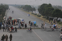 October 31, 2018 - Islamabad, Pakistan - Supporters of a Pakistani religious group Tehreek Labik Pakistan block a main road after a court decision in Islamabad. (Credit Image: © Zubair Abbasi/Pacific Press via ZUMA Wire)