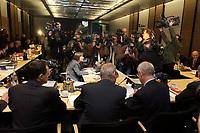 13 NOV 2003, BERLIN/GERMANY:<br /> Fotografen und Kameraleute vor Joachim Hoerster (R), MdB, CDU, Vorsitzender des Vermittlungsausschusses und Gerd Schmidt (M), Geschaeftsfuehrer des Vermittlungsausschusses, vor Beginn der Sitzung des Vermittlungsausschusses, Bundesrat<br /> IMAGE: 20031113-01-004<br /> KEYWORDS: Camera, Kamera, Journalist, Auschuß, Vermittlungsausschuß, Joachim Hörster