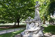 Parc Monceau, Guy de Maupassant par Verlet