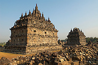 Indonesie. Île de Java. Prambanan. Ruine du temple du Candi Plaosan. Construit au 9e siecle, les temples de Prambanan sont les plus important temple Hindou de java. // Indonesia. Java island. prambanan, remains of Candi Plaosan temple. The Prambanan temples were built between the 8th and 10th Century AD and are the largest Hindu temple complex in Java. They were built long before Islam came to Indonesia and became the dominant religion.