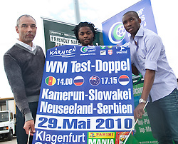 20.05.2010, Flughafen, Klagenfurt, AUT, WM Vorbereitung, Kamerun Ankunft im Bild Paul Le Guen, Trainer, Nationalteam Kamerun, FRA, Alexandre Song, Mittelfeld, Nationalteam Kamerun (FC Arsenal), Stephane Mbia, Abwehr, Nationalteam Kamerun (Olympique Marseille), EXPA Pictures © 2010, PhotoCredit: EXPA/ J. Feichter / SPORTIDA PHOTO AGENCY
