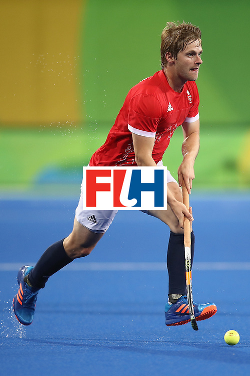 RIO DE JANEIRO, BRAZIL - AUGUST 10:  Ashley Jackson of Great Britain runs the ball forward during the men's pool A match between Great Britain and Australia on Day 5 of the Rio 2016 Olympic Games at the Olympic Hockey Centre on August 10, 2016 in Rio de Janeiro, Brazil.  (Photo by Mark Kolbe/Getty Images)
