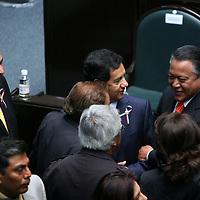 Toluca, Mex.- Higinio Martinez, coordinador de la fraccion parlamentaria del PRD, conversa con el ex secretario general de gobierno, Manuel Cadena Morales al termino de la sesion solemne donde rindieron protesta los 75 diputados que integran la LVI Legislatura del Estado de Mexico. Agencia MVT / Mario Vazquez de la Torre. (DIGITAL)<br /> <br /> <br /> <br /> NO ARCHIVAR - NO ARCHIVE